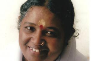 Viaje al ashram de Amma en agosto para recibir su abrazo, meditacion con Ella frente al mar, yoga + extension a Kanyakumari un l