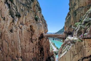 Puente de Diciembre: Caminito del Rey y costa malagueña (especial singles)