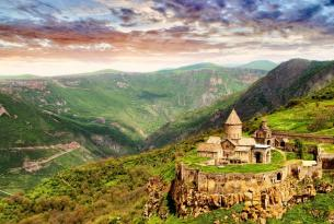 Armenia: monasterios y naturaleza en grupo