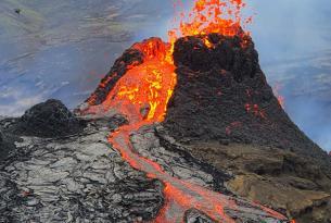 El Sur de Islandia a tu aire en coche de alquiler y erupción volcánica de Fagradalsfjall (8 días)