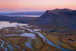 Aventura Confort en la Laponia sueca: senderismo y canoa en el verano ártico