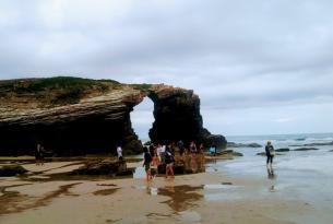 Viaje senderismo en grupo por Galicia y Asturias: de la playa de las Catedrales a Taramundi