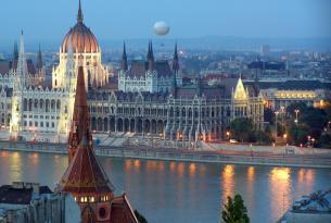 Praga y Budapest, Rivales e Inseparables